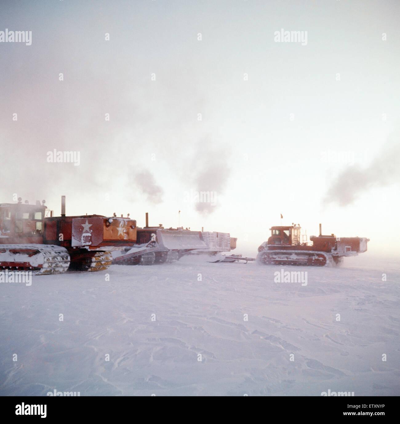 Sowjetische Bulldozer auf dem antarktischen Kontinent, 1961. Stockbild