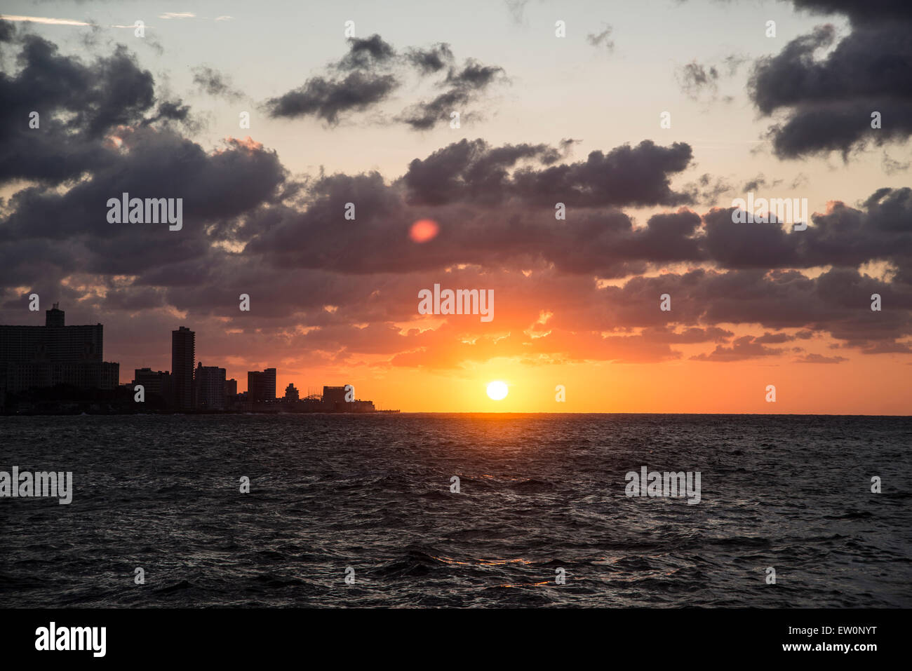 Sonnenuntergang am Malecón in Havanna Stockbild
