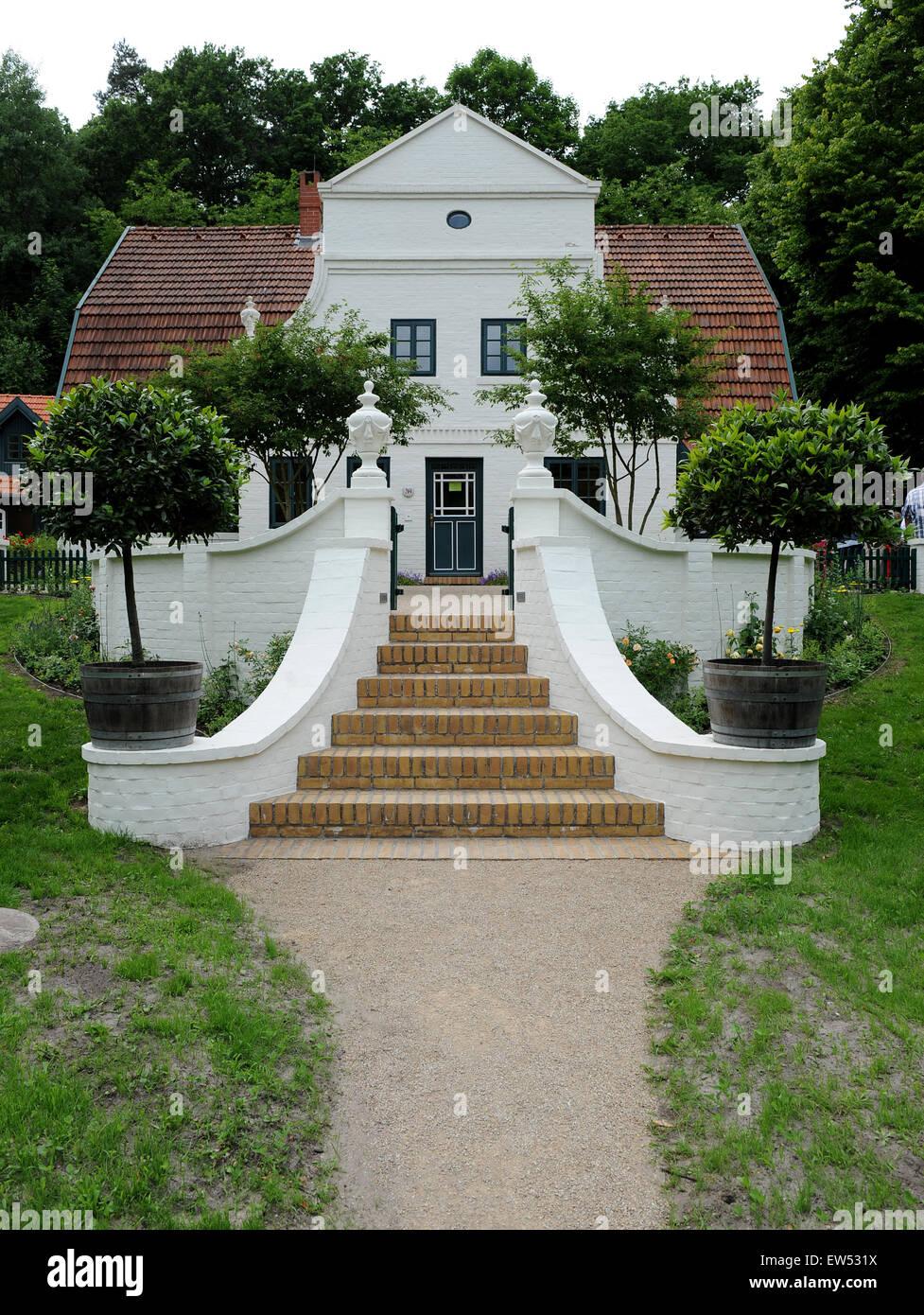 Ein Blick Auf Die Restaurierte Terrasse Mit Aussentreppe Auf Der