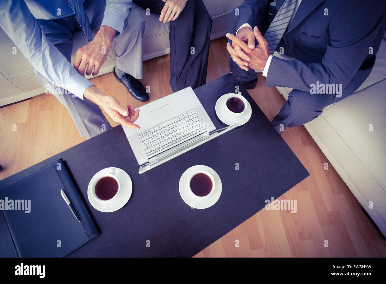 Geschäftsleute, die mit einem Treffen Stockbild