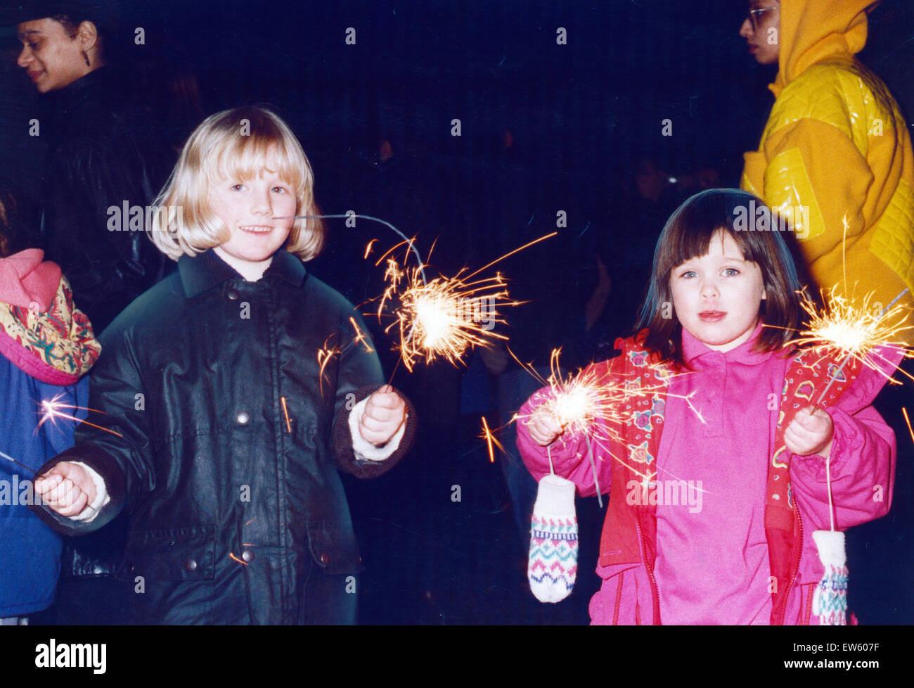Bonfire Night und Feuerwerk Feiern, Platt Fields Park, Rusholme, Manchester, 6. November 1993. Stockbild