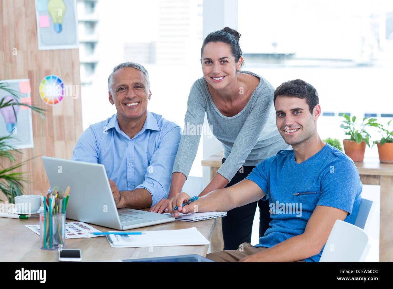 Geschäftsleute in einem Meeting im Büro Stockbild