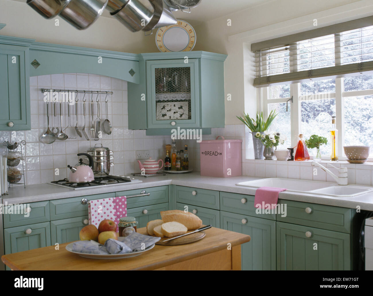 Smeg Kühlschrank Pastel : Kitchen pastel pastels stockfotos & kitchen pastel pastels bilder