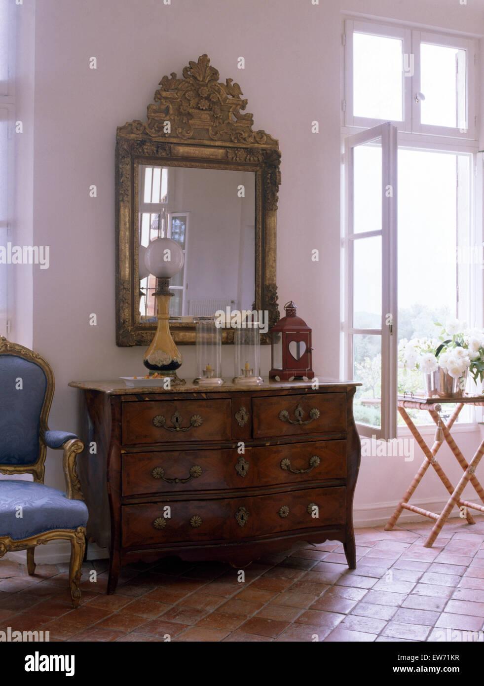 Antiker Spiegel Und Kommode In Weiss Franzosischer Landhaus
