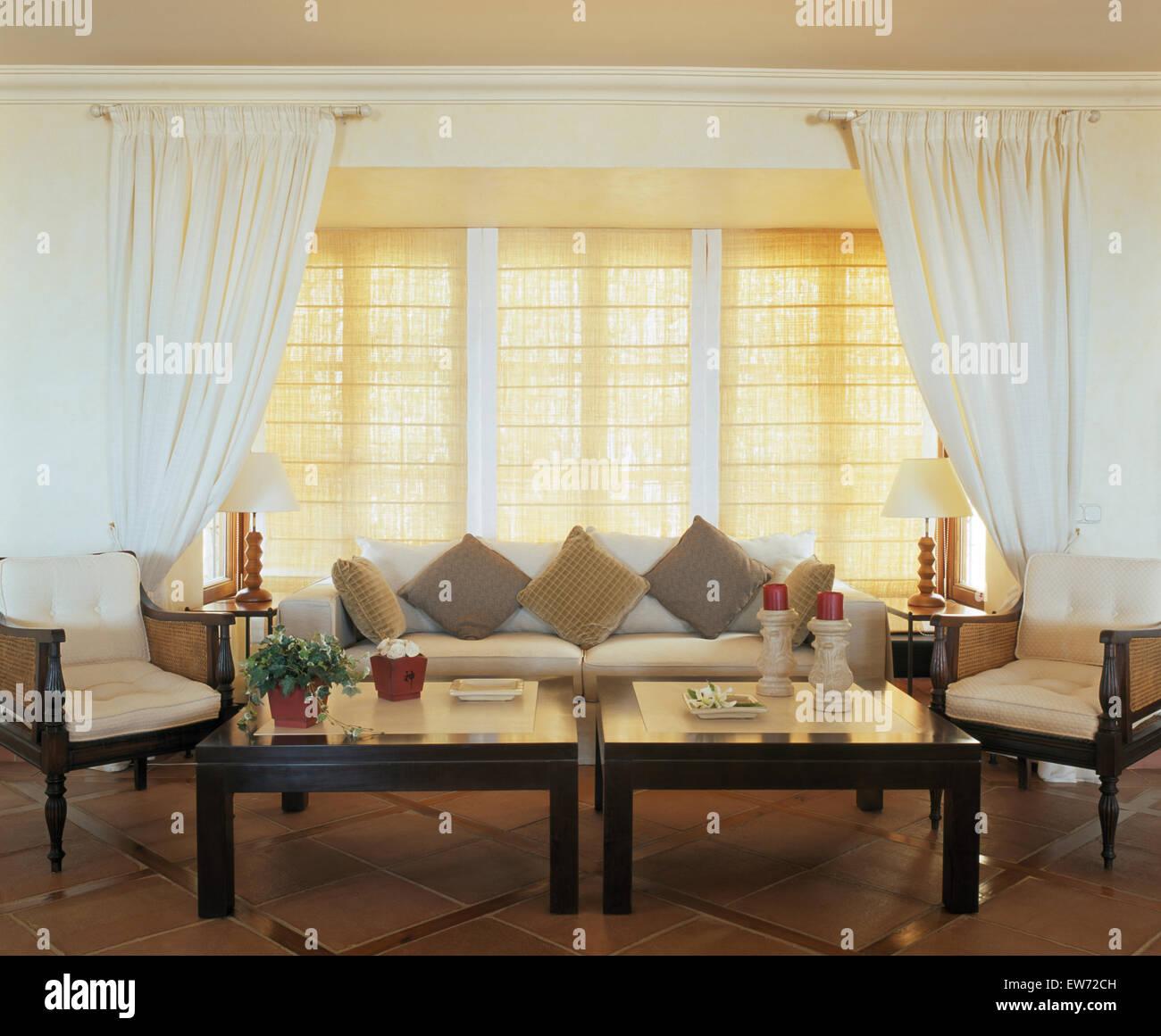 weie vorhnge wohnzimmer awesome gardinen spitze with weie vorhnge wohnzimmer finest diese gibt. Black Bedroom Furniture Sets. Home Design Ideas
