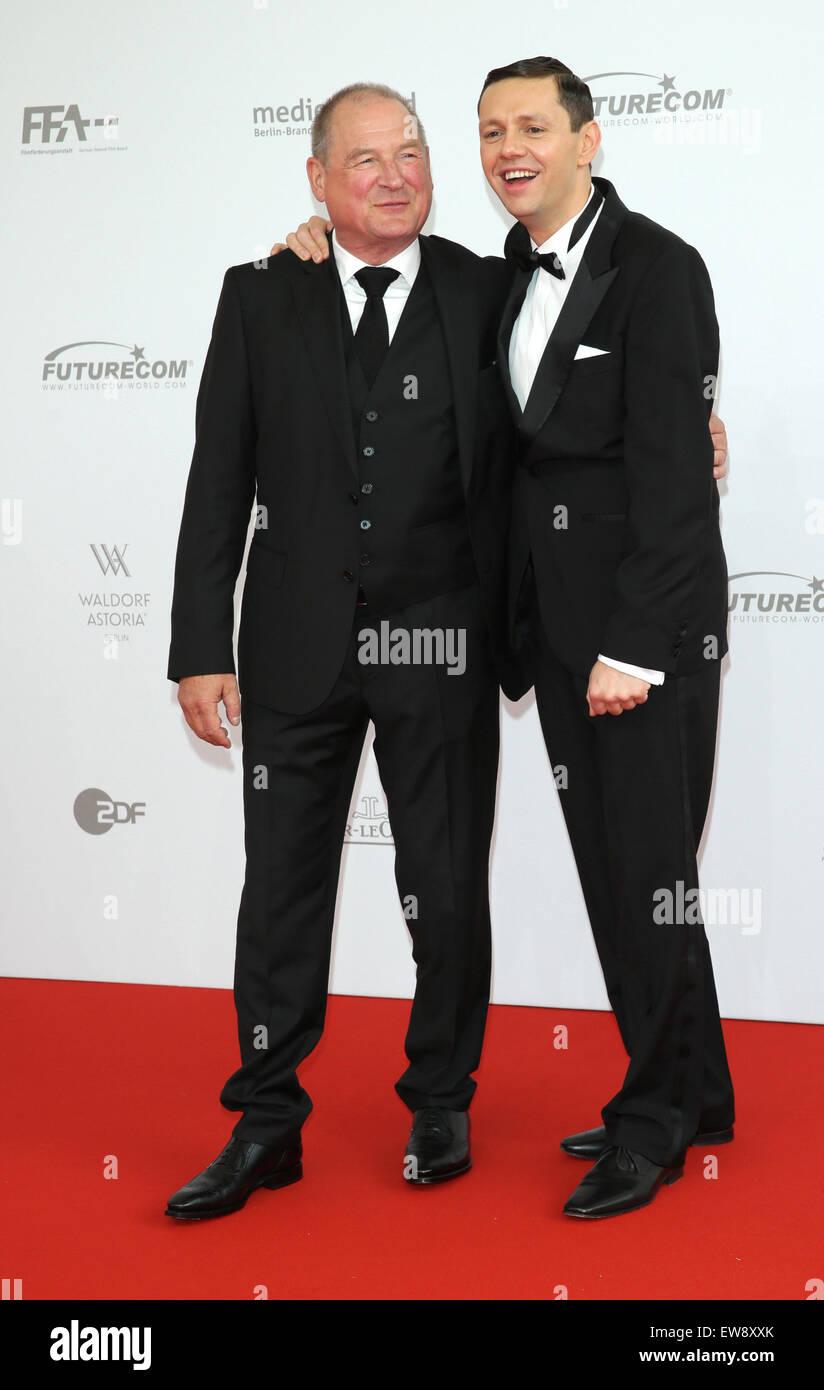 Berlin, Deutschland. 19. Juni 2015. Schauspieler Burghart Klaußner (l) und Christian Friedel kommen bei der Stockbild