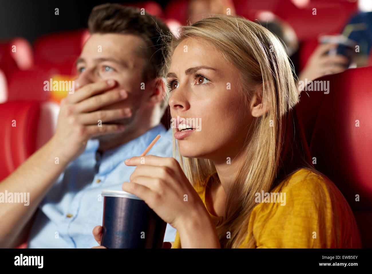 Freunde ich Horrorfilm im theater Stockbild