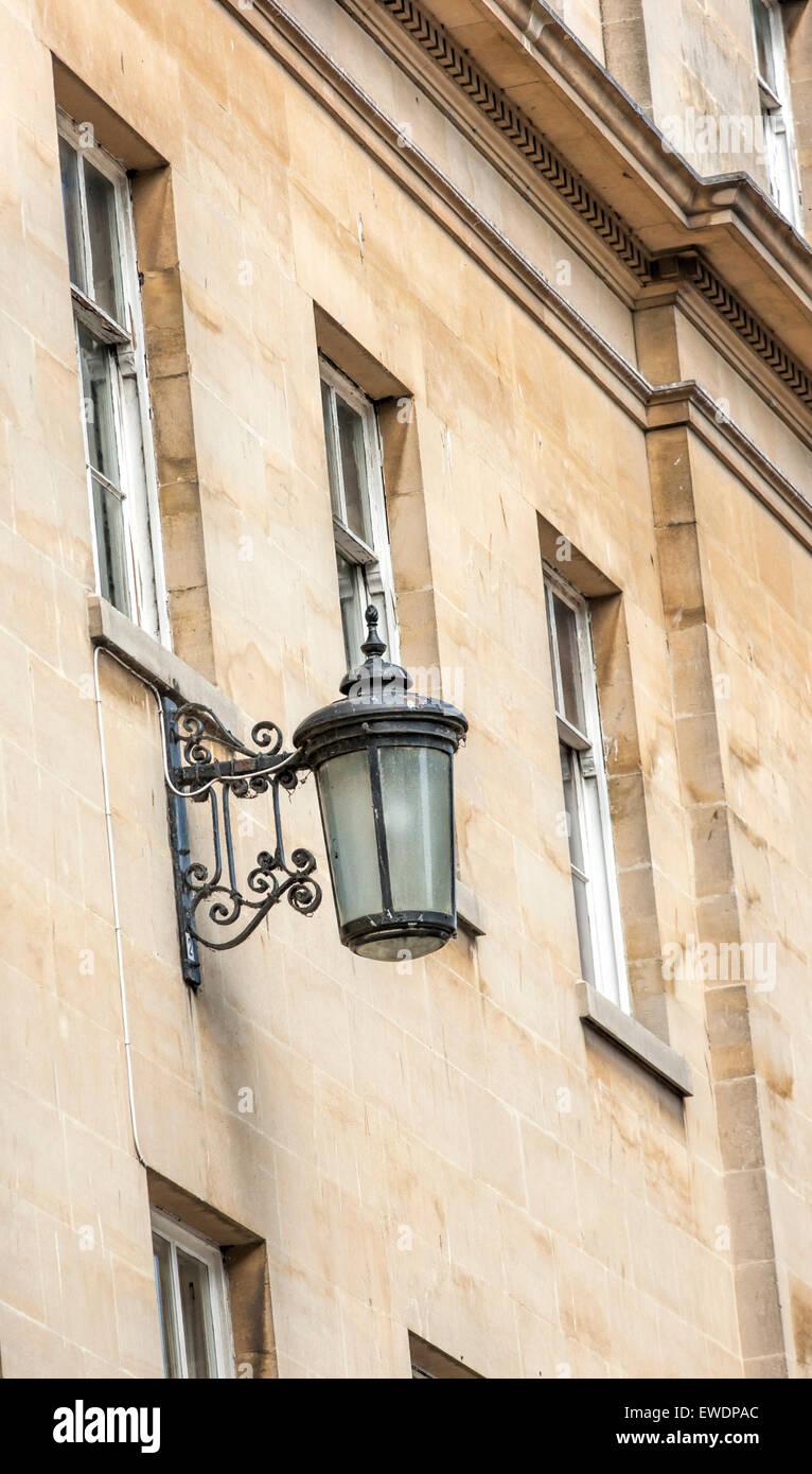 Alten Altmodischen Lampe An Der Wand Des Bath Stein In Einem