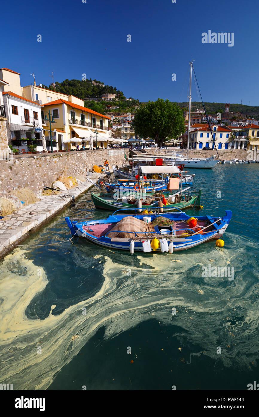 Boote im Hafen von Nafpaktos, Griechenland Stockbild