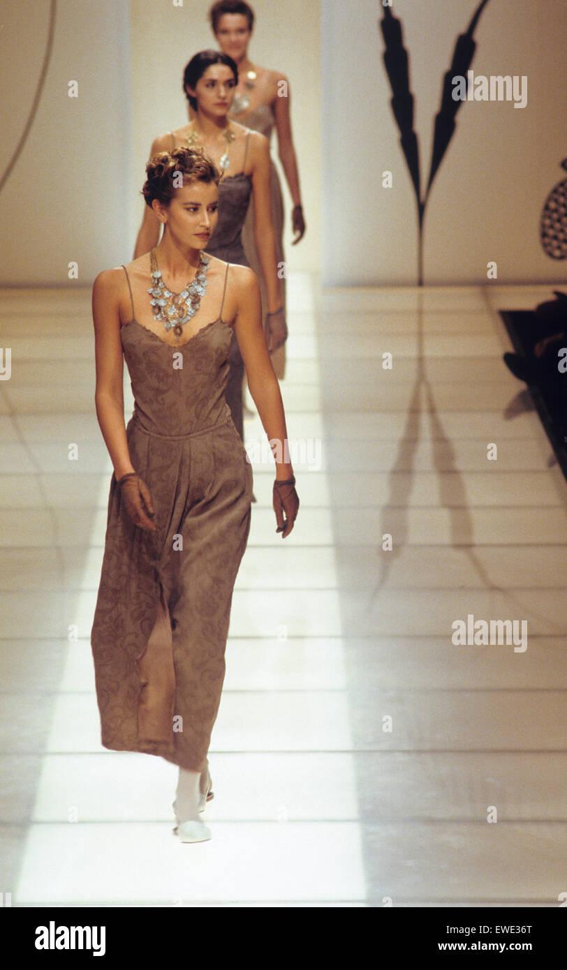 giorgio armani fashion show fruhjahr sommer kollektion 1989 stockbild