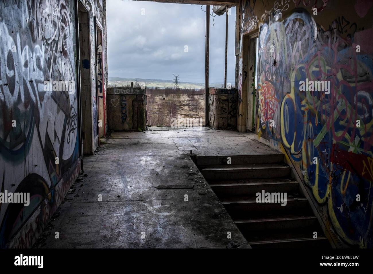 Eine Alte Treppe In Einem Stillgelegten Burogebaude Ohne Fenster Und
