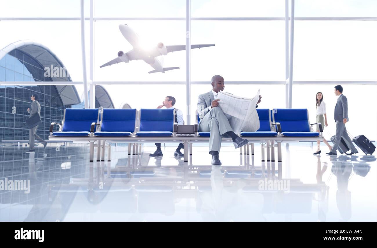 Gruppe von Menschen am Flughafen Stockbild
