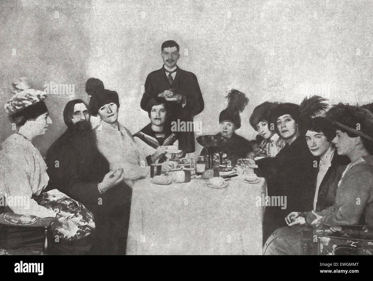 Der unheimliche Mönch Rasputin wurde vor dem Ausbruch der Revolution ermordet.  Noch wurde während den Stockbild