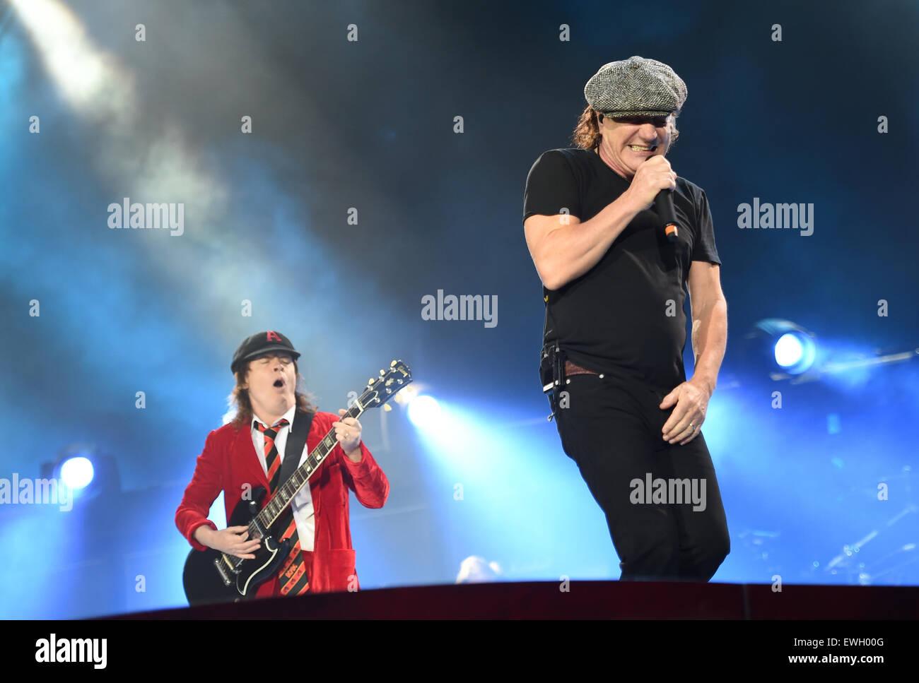 Berlin Deutschland 25 Juni 2015 Singer Brian Johnson R Und