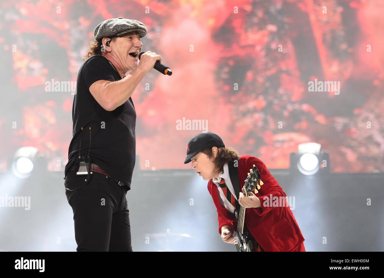 Berlin Deutschland 25 Juni 2015 Sänger Brian Johnson L Und