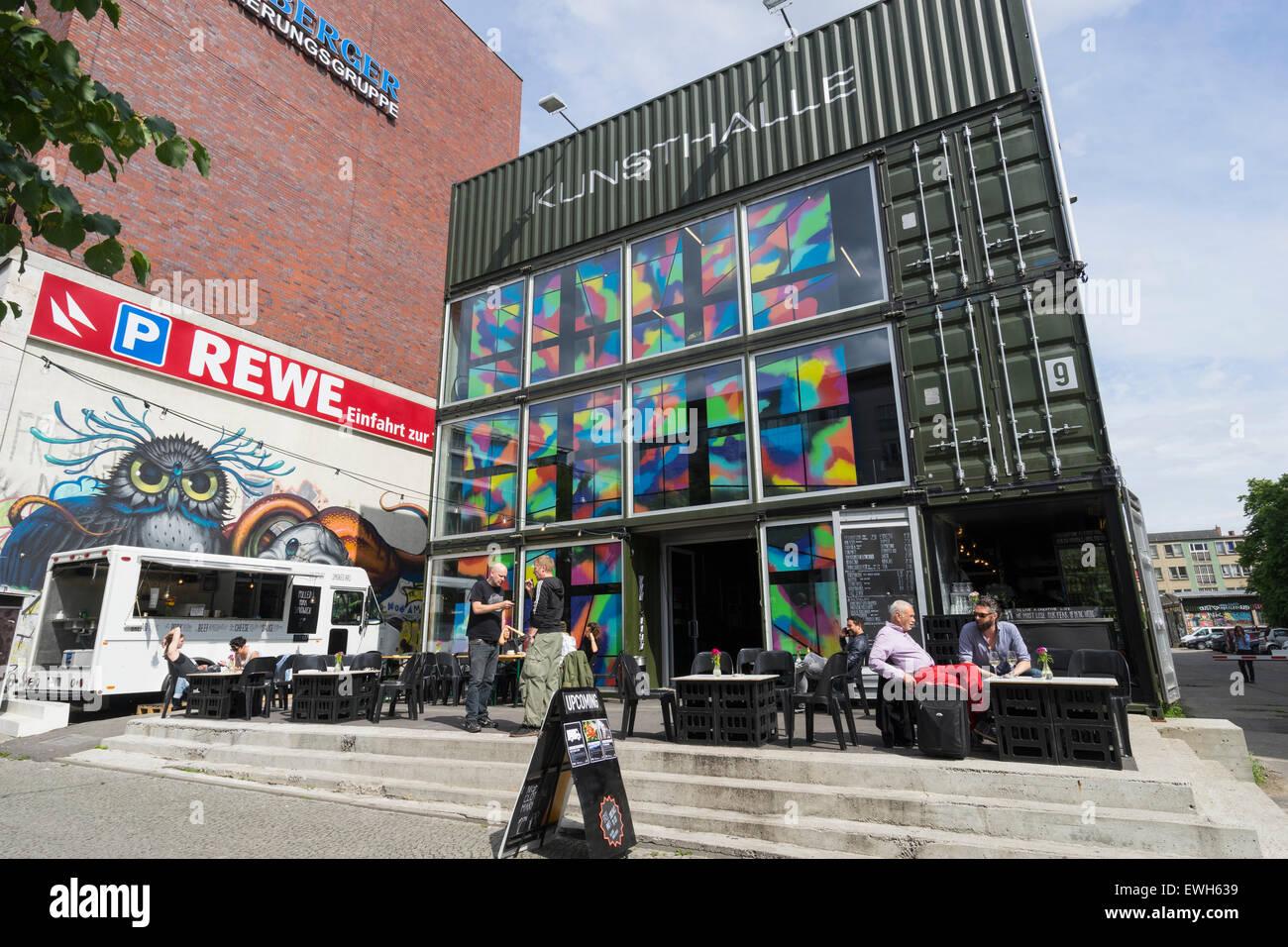 Platoon Kunsthalle Kunstzentrum erbaut von Containern im Prenzaluer Berg in Berlin Deutschland Stockbild