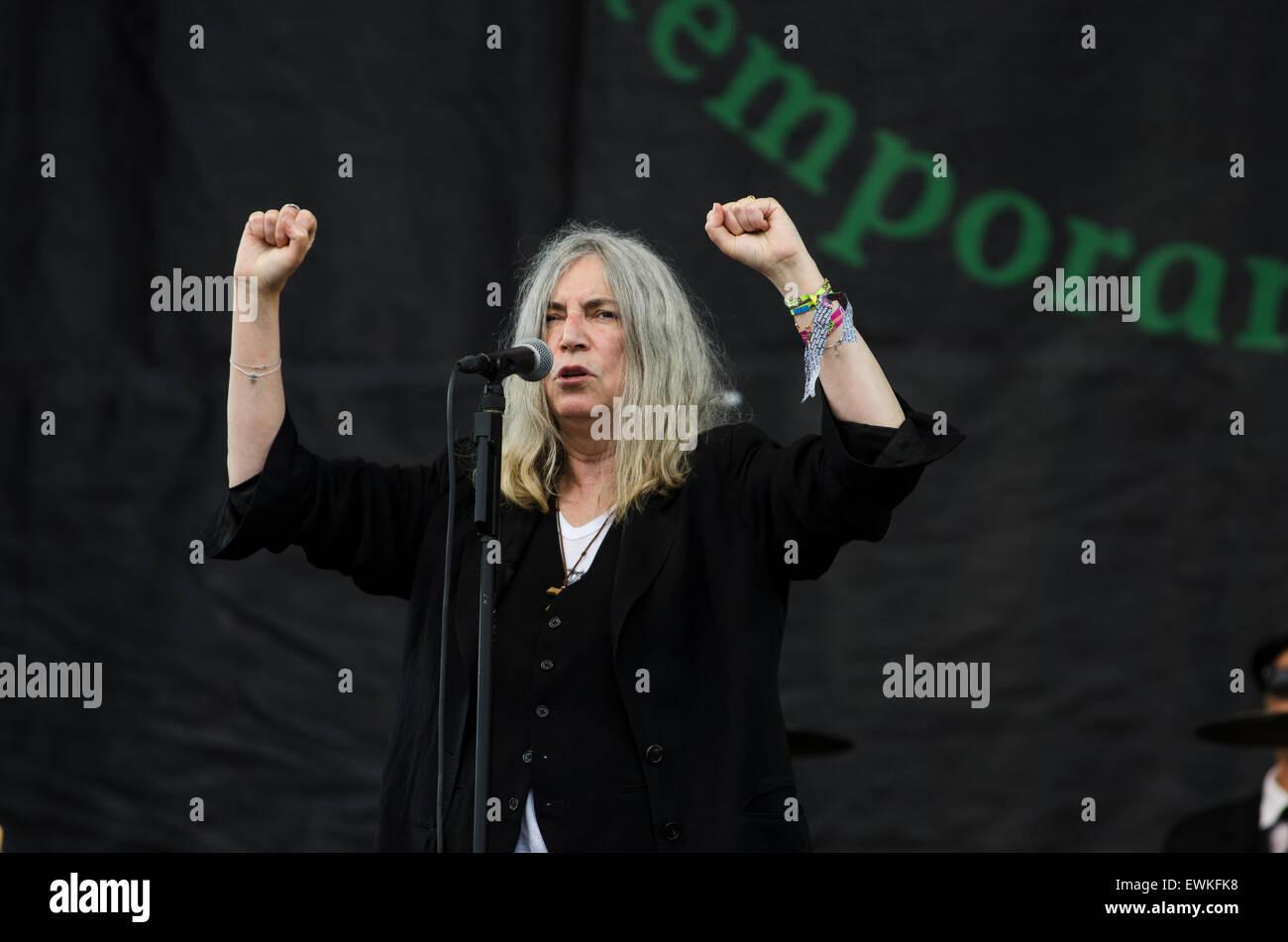 Glastonbury Festival, 28. Juni 2015, England UK. Patti Smith führt live auf der Bühne der Pyramide am Finaltag des Stockfoto