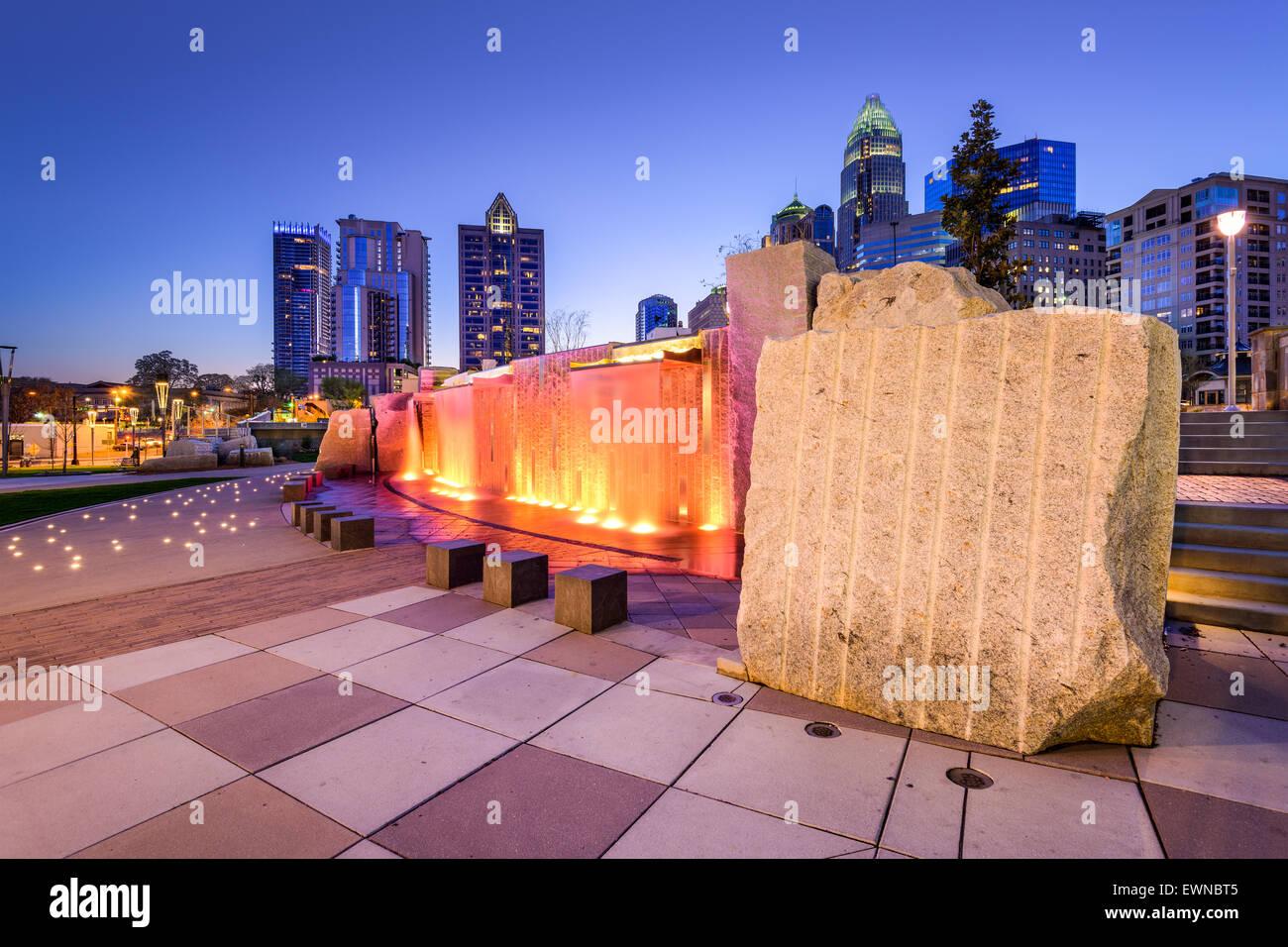 Uptown Skyline von Charlotte, North Carolina, USA und Park. Stockfoto