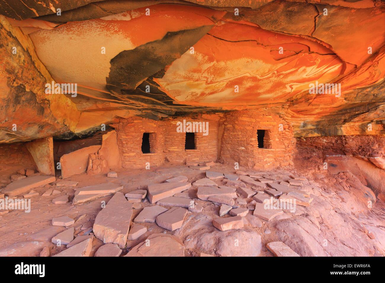 Gefallenen Dach Ruine Ruinen indischen in North Fork des Mule Canyon, Cedar Mesa, Utah, USA. Stockbild