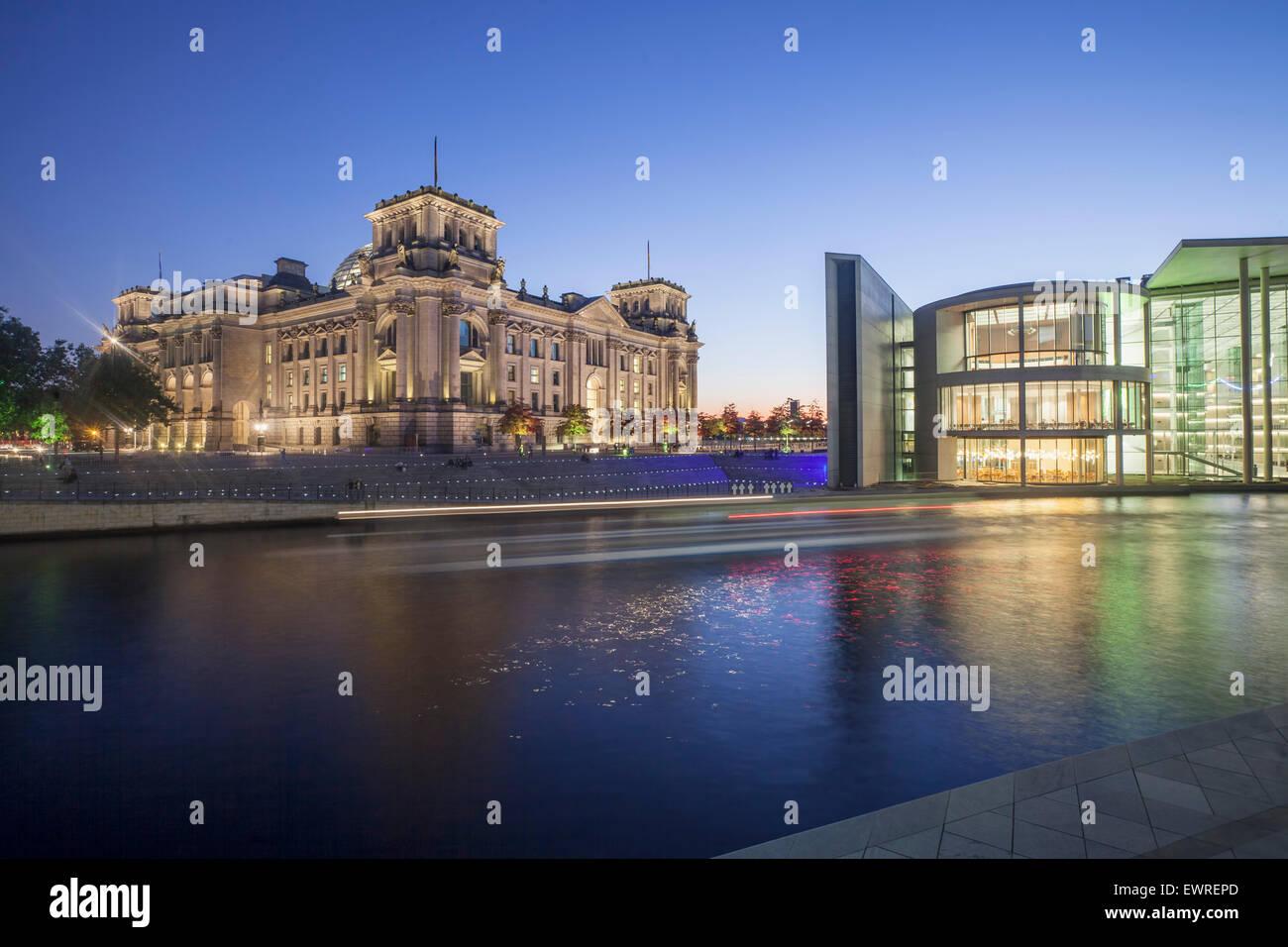 Berlin, Reichstag, Spree, Paul Loebbe Gebäude, Dämmerung, Stockbild