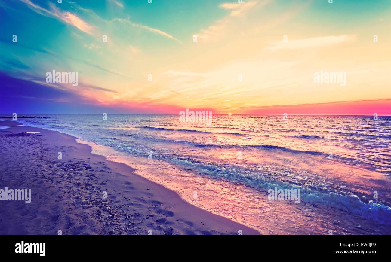 Magischen Sonnenuntergang über Ostseeküste, Miedzyzdroje in Polen. Stockbild