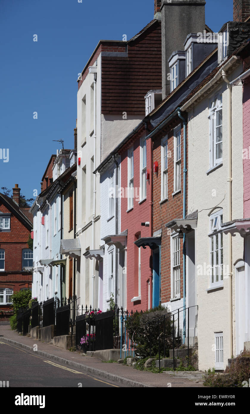 Farbige Terrassenhäuser in Nelson Place, Lymington Stockbild