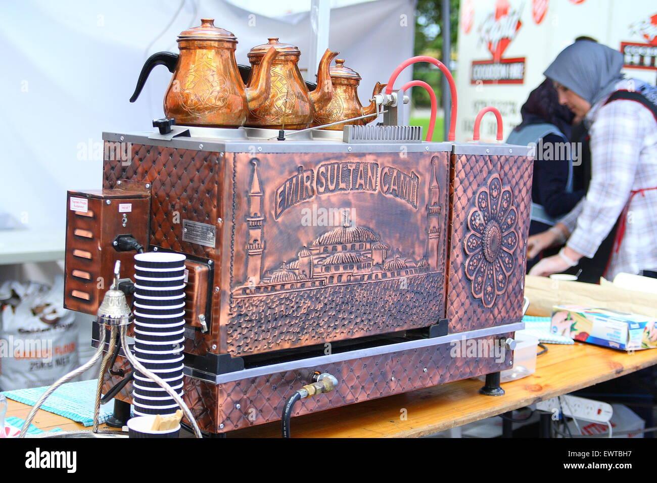 Traditionellen türkischen Kaffeemaschine beim Eid Festival in ...