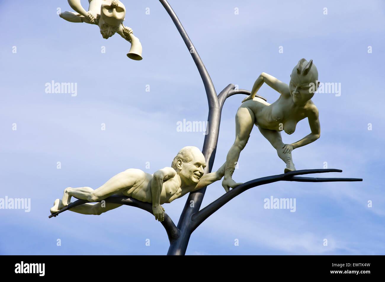 Der Schelmenbaum von Peter Lenk, Emmingen-Liptingen, Deutschland gegründet. Stockfoto