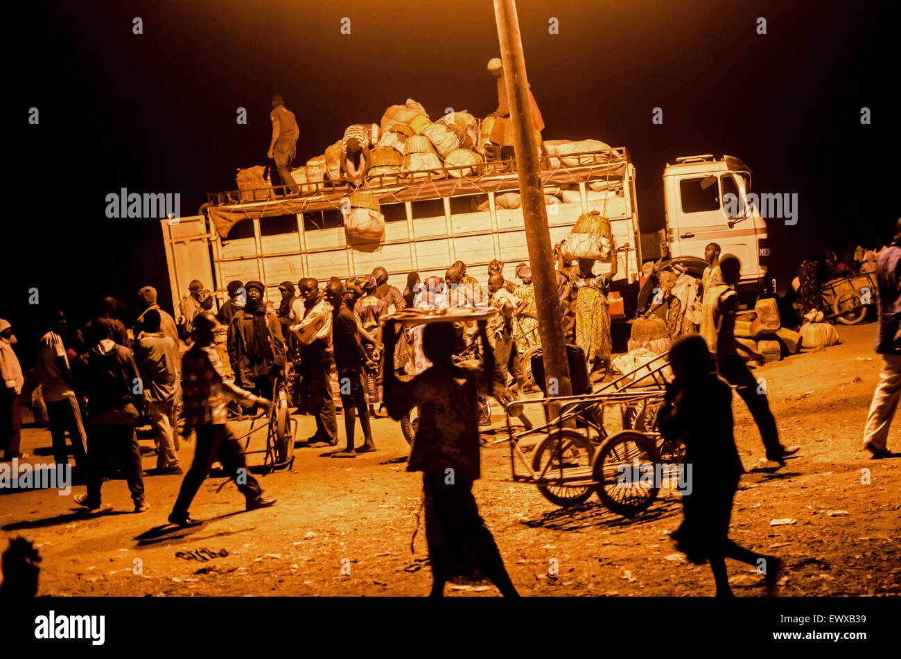 Bushaltestelle in Djenne, Mali, in der Nacht Stockfoto