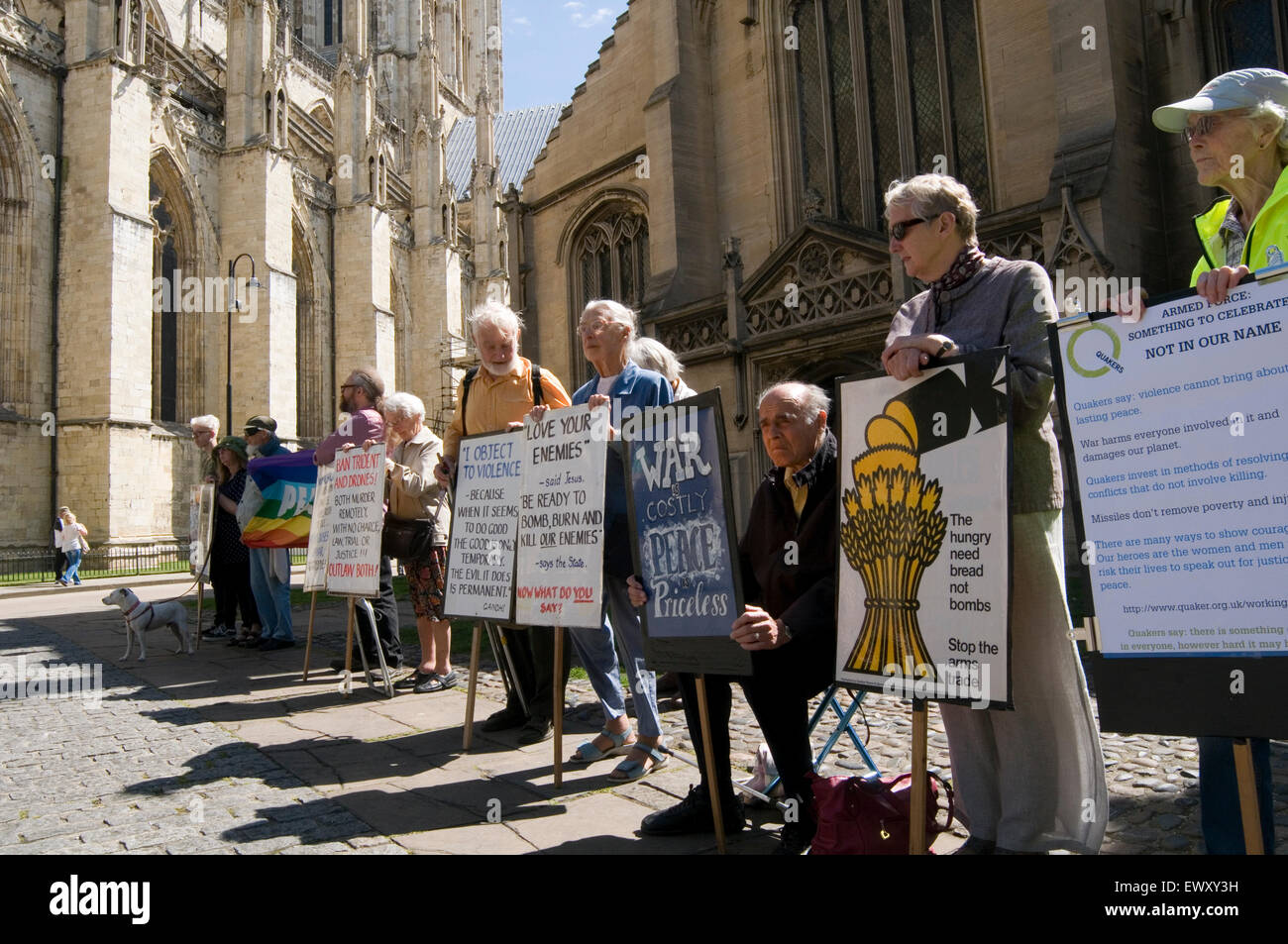 Anti-Kriegs-Demonstration Demonstrant Demonstranten Spannplakate Demo Demonstrationen Plakate Stockbild