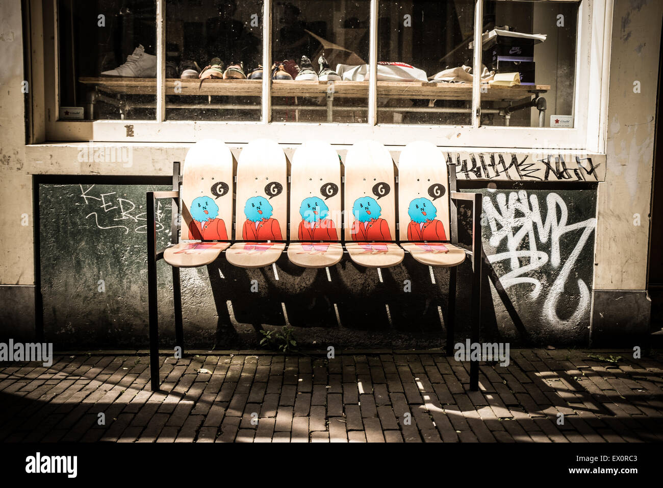 skateboard bank in amsterdam stockbild - Skateboard Bank Beine