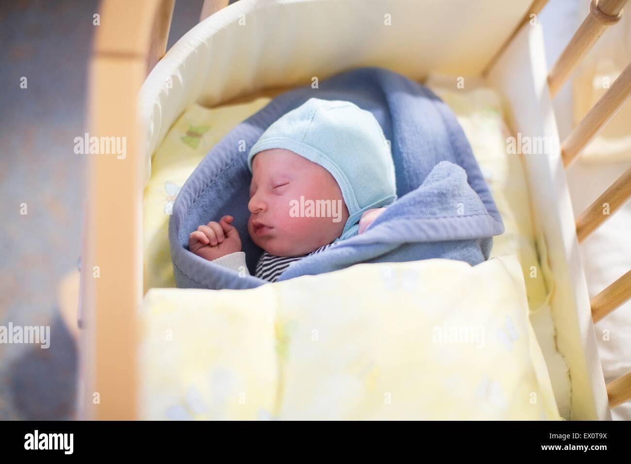 Krankenhaus bild von einem neuen baby geboren jungen mehrere stunden