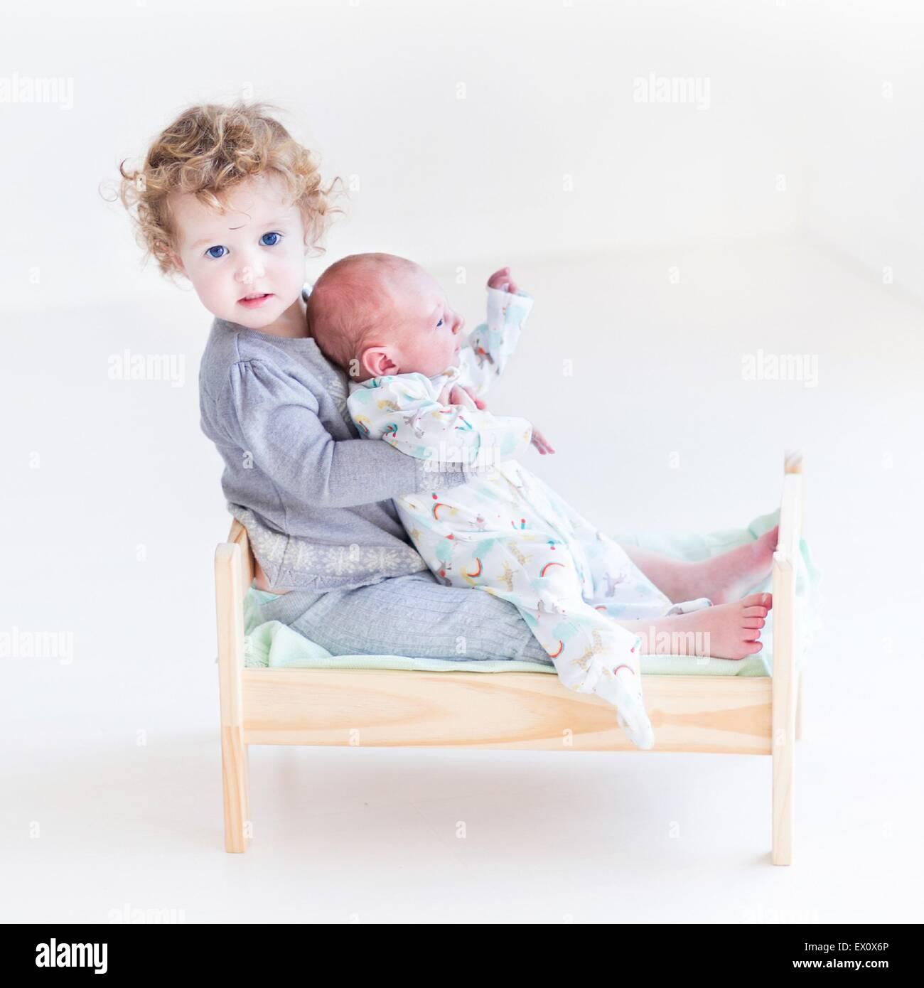sibling stockfotos sibling bilder alamy. Black Bedroom Furniture Sets. Home Design Ideas
