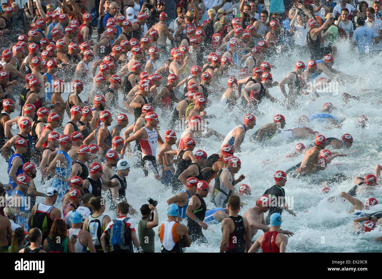 Frankfurt Main, Deutschland. 5. Juli 2015. Sportler während des Starts, der Frankfurter Ironman European Championship Stockbild