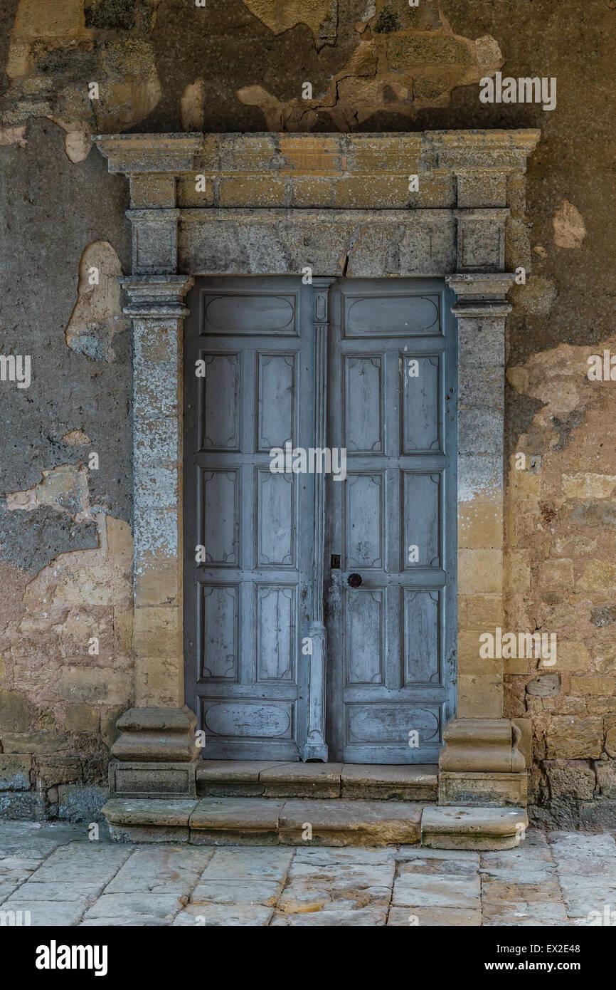 Massive Door Stockfotos & Massive Door Bilder - Alamy