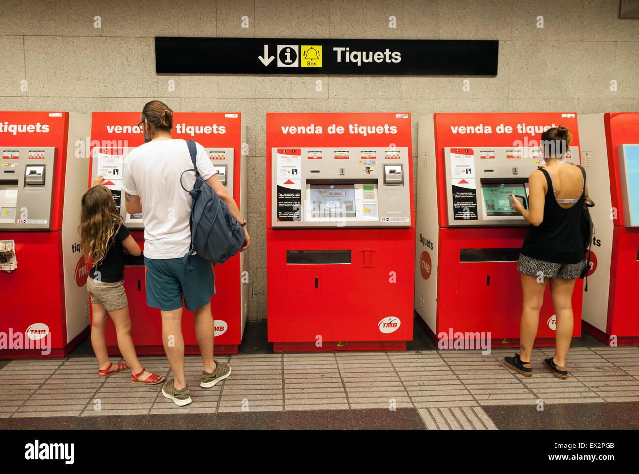 ticket machine metro stockfotos ticket machine metro. Black Bedroom Furniture Sets. Home Design Ideas