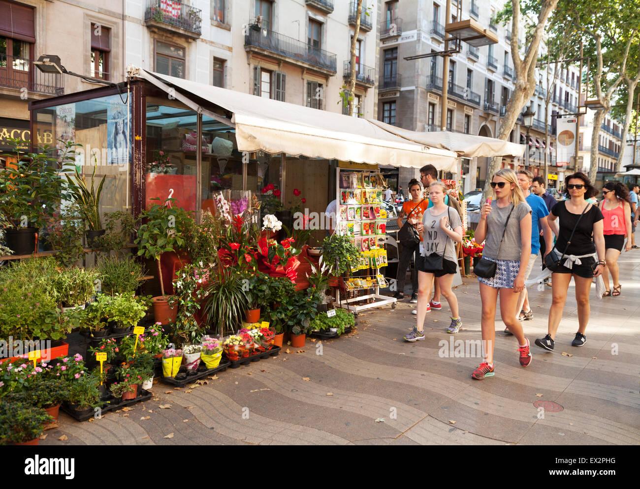 Barcelona Ramblas - Las Ramblas, Barcelona, Menschen zu Fuß durch eine Blume Stand, La Rambla Gehweg, Zentrum Stockbild
