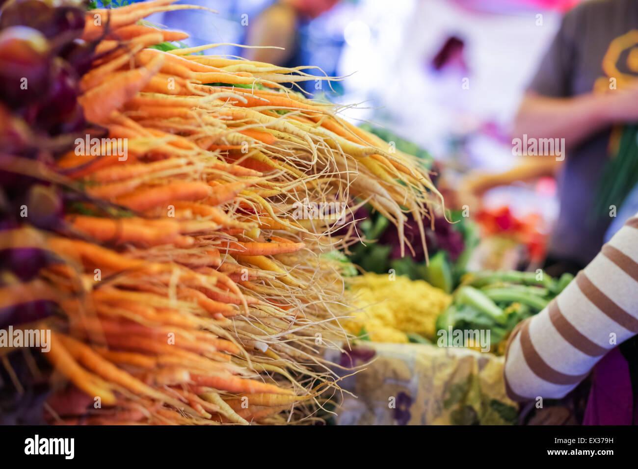 Frischen Bio-Produkten auf dem örtlichen Bauernmarkt. Stockbild