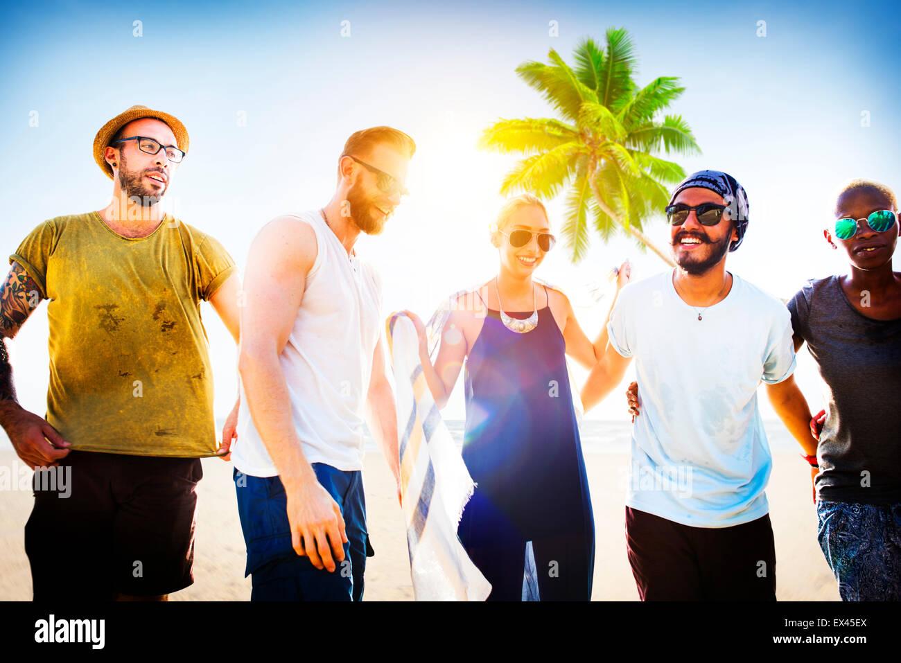 Freundschaft-Bonding-Entspannung-Sommer-Strand-Glück-Konzept Stockbild