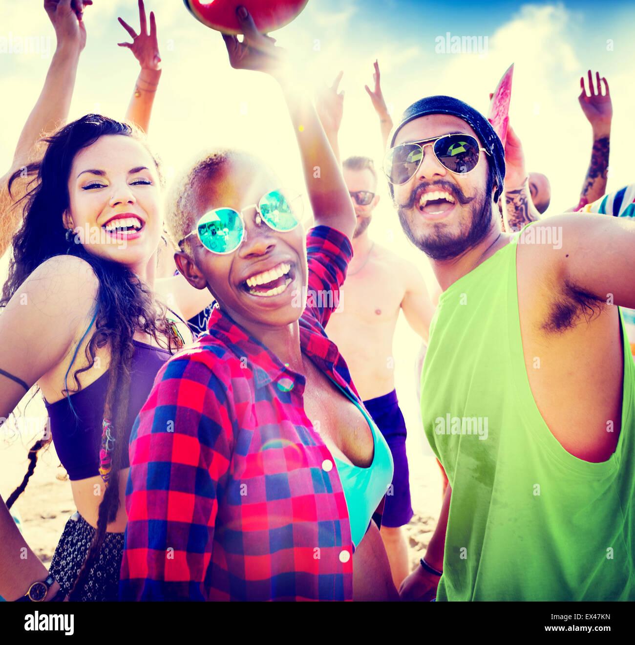 Jugendliche Freunde Beach Party Glück Konzept Stockbild