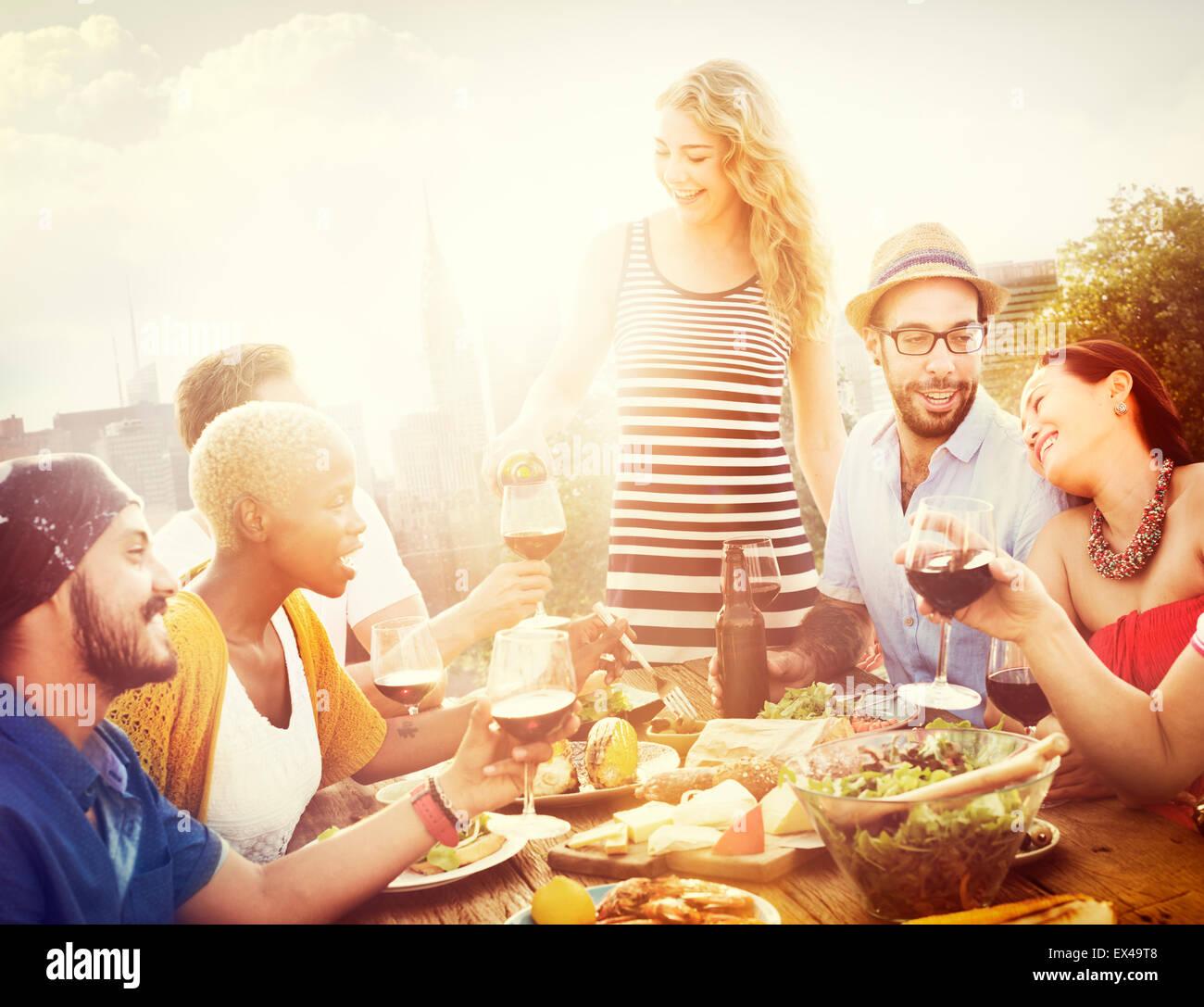 Freund Freundschaft Essen Feier hängen Konzept Stockbild