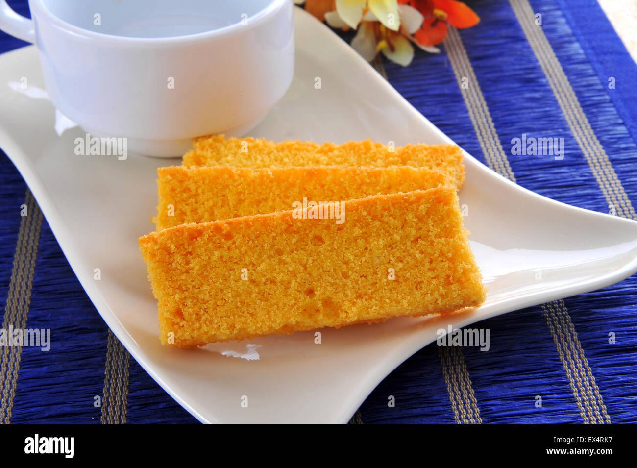 Kuchen Zwieback Und Teetasse Stockfoto Bild 84928907 Alamy