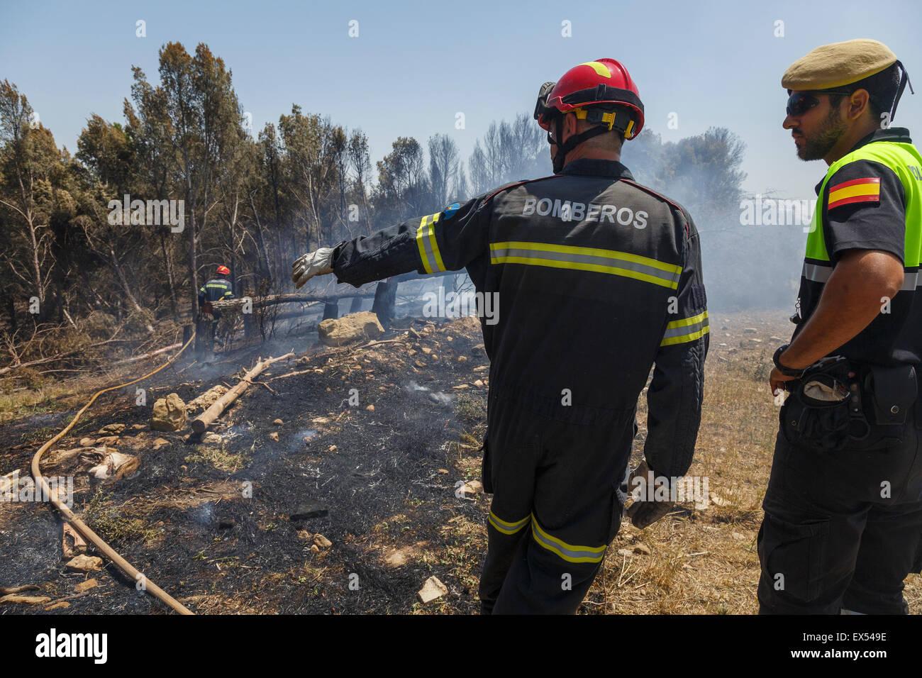 Feuerwehrmann arbeiten. Flora und Fauna Dorf. Provinz Zaragoza. Aragón. Spanien Stockbild