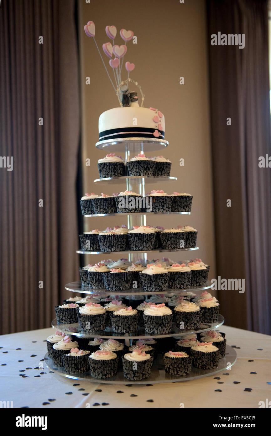 Dekorierte Hochzeitstorte Cupcakes Mit Niedlichen Teddybar Braut Und