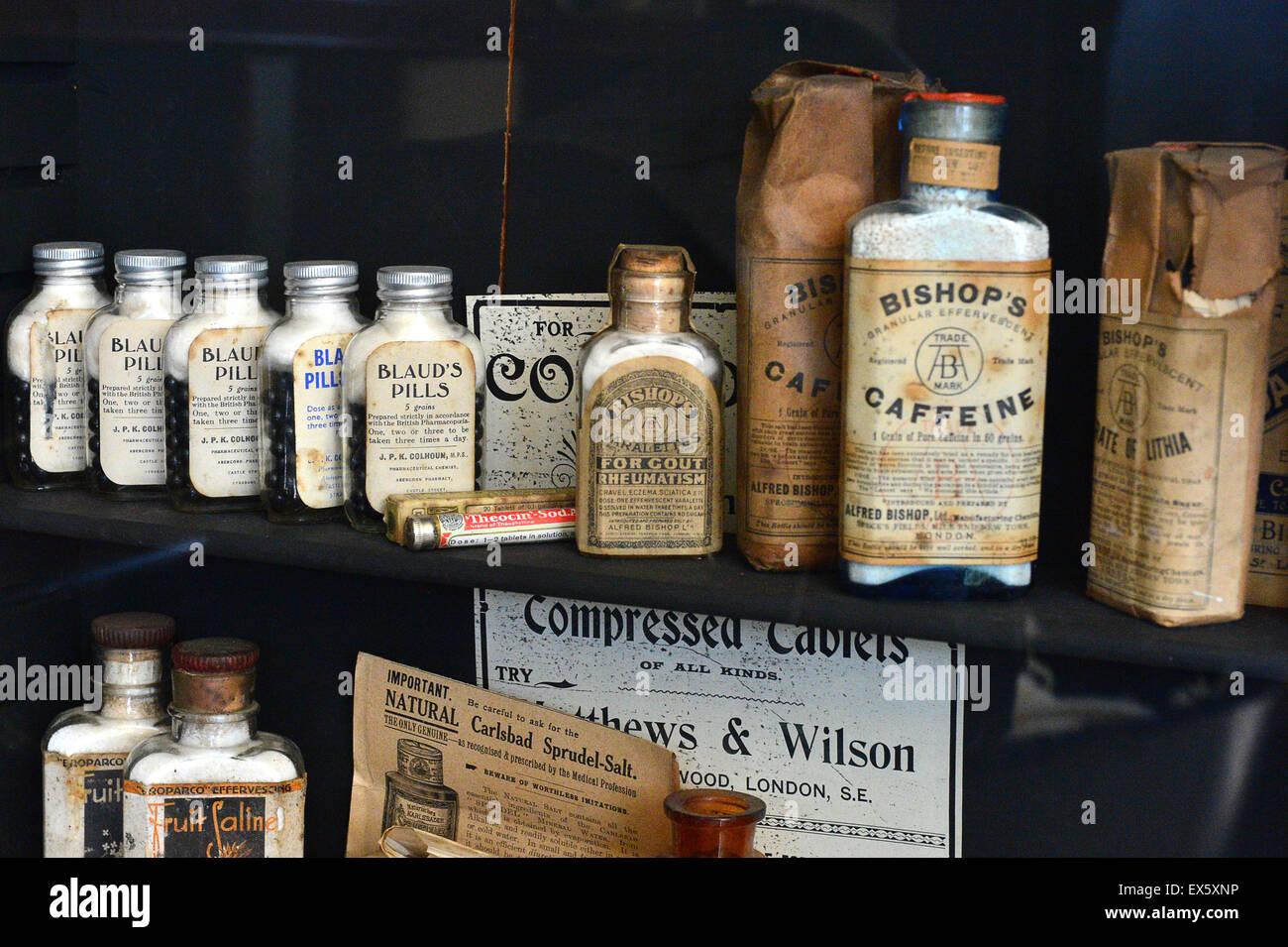 Anzeige von Anfang des 20. Jahrhunderts Chemiker Krankheit heilt auf dem Display an der Ulster American Folk Park Stockbild