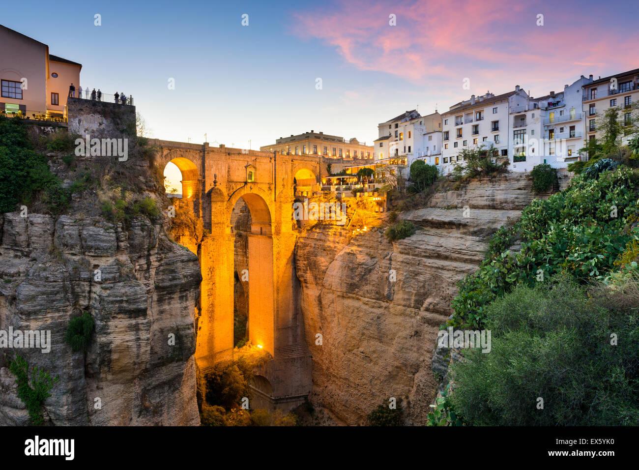 Ronda, Spanien an der Puente Nuevo Brücke über der Tajo-Schlucht. Stockbild