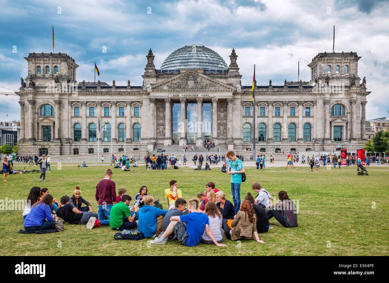 Deutschland, Berlin, bewölktem Himmel über dem Reichstagsgebäude Stockbild