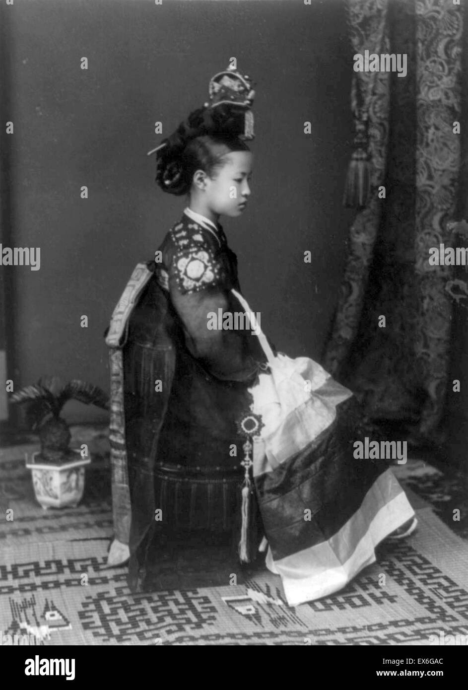Edle Koreanerin in traditionellen Gewändern, ca. 1905 Stockfoto