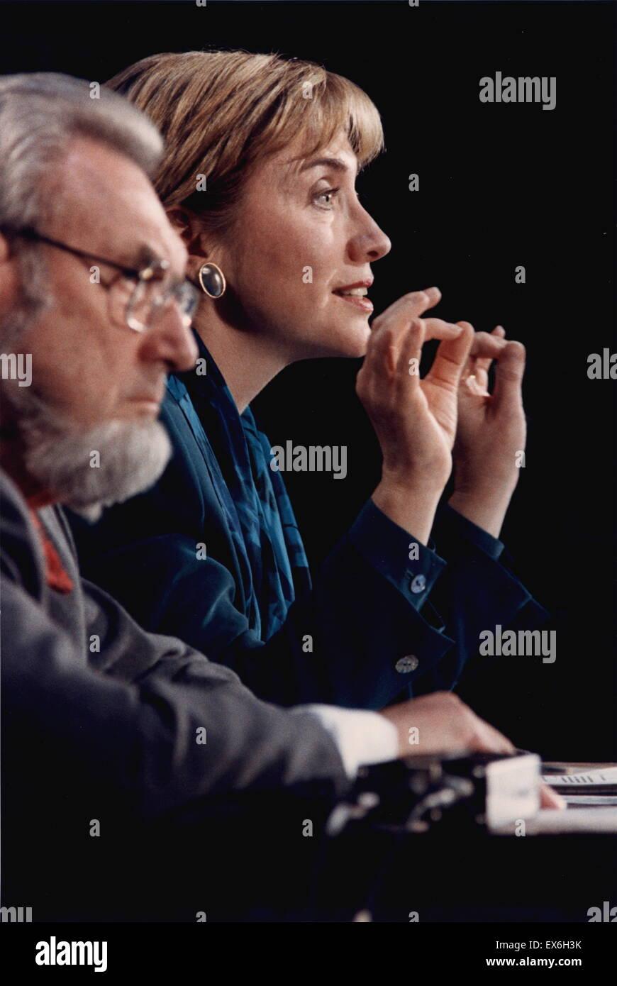 Everett Koop und Hillary Clinton, die Förderung der allgemeinen Krankenversicherung 1993 Stockbild