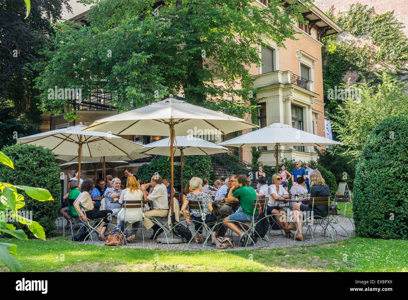 Das Wintergarten-Café Im Garten Des Literaturhaus In